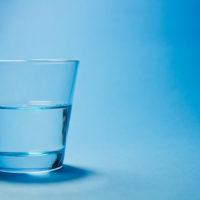 コップ半分の水