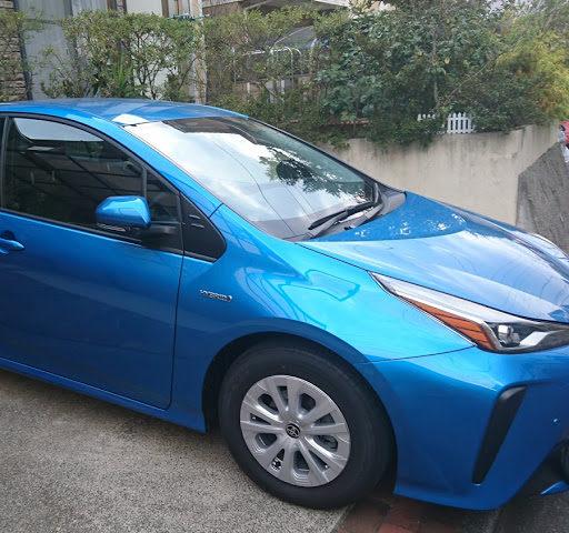 企業カラーの車