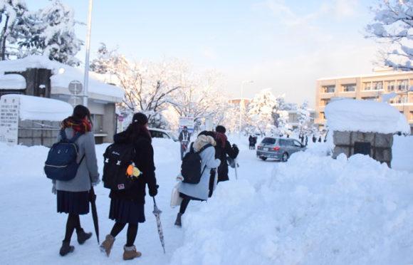 雪の中での大学入試